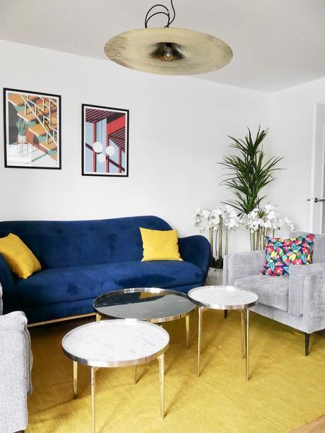 salon canapé bleu velours jaune moutarde suspension laiton - clematc