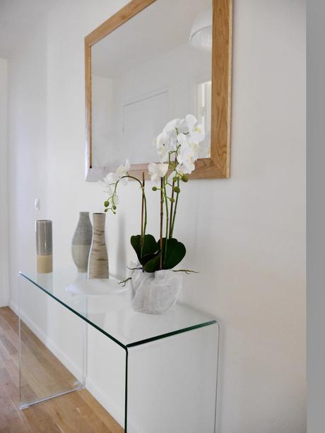 comment décorer joli couloir fleur vase console verre blog clem around the corner