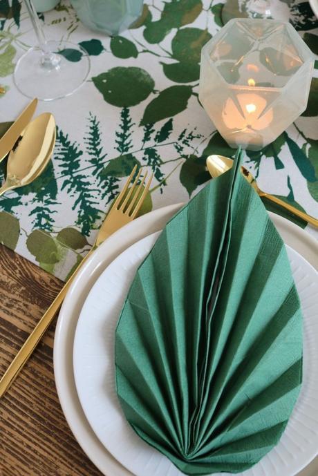 table style jungle diy serviette feuille pliage collage travaux manuels table bois - blog déco - clem around the corner