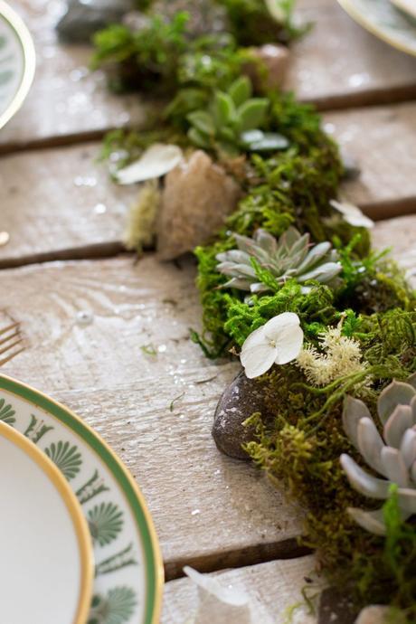 centre de table mariage anniversaire DIY en nature verdure fleurs galet mousse verte forêt