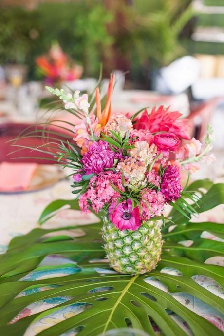 table style jungle festif ananas fleurs tropicale rose feuille verte - blog déco - clem around the corner