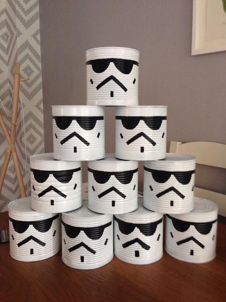 idée récupération recyclage déco récup star wars storm trooper blanc et noir boîte de conserve