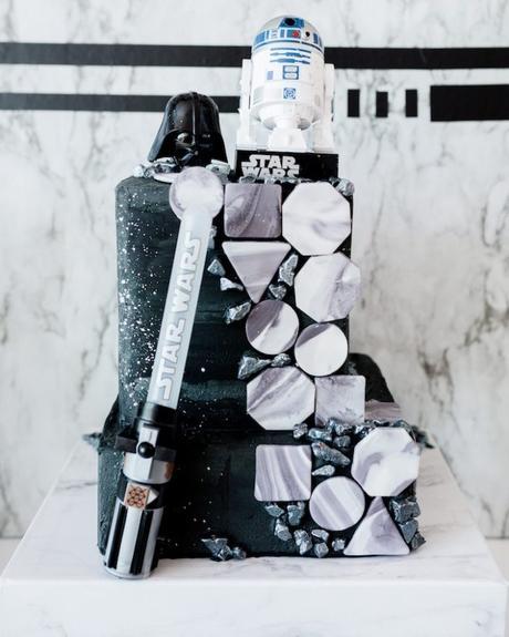 anniversaire thème star wars gâteau noir et blanc galaxie fiction geek film trilogie planète dark vador robot - blog déco - clem around the corner