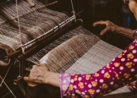 Vang Thi Mai et ses tisserands H'mongs