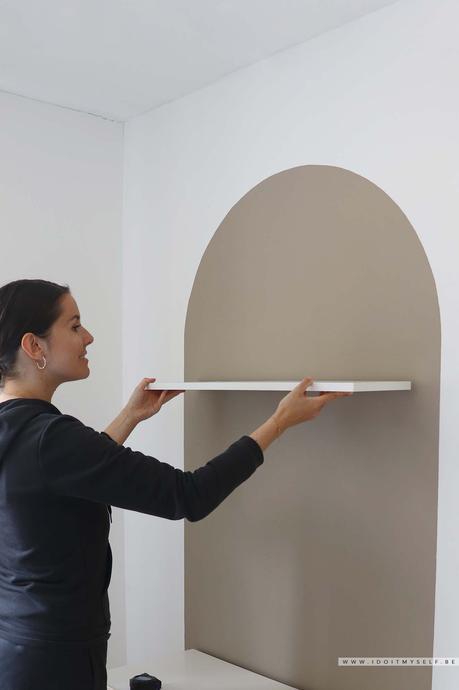 Peindre un demi-cercle de couleur sur un mur