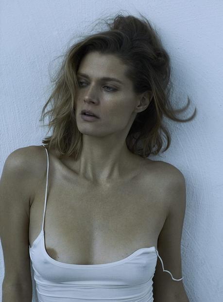 Sonia Szóstak explore l'intrigante nature de la beauté