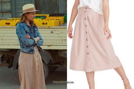WHITE LINES : Zoe's stripe skirt in S1E01