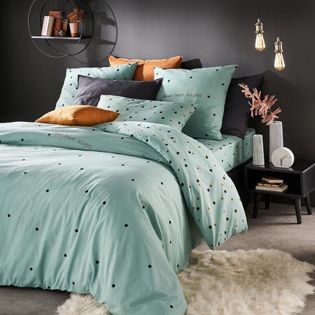 aménager une chambre d'ado fille mur noir tapis mouton couette turquoise verte bleu pois