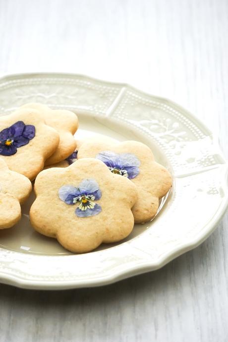 Biscuits au citron et pensées