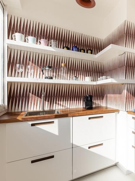 cuisine années 50 fifties Marseille blanche marron carreau crédence losange