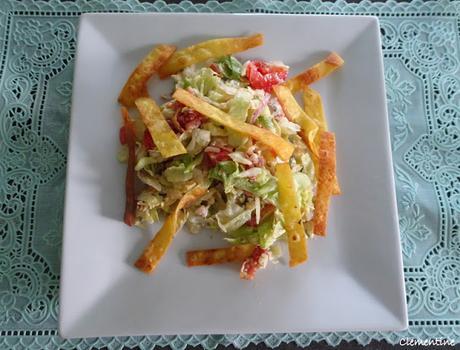 Salade cowboy composée, lard croustillant et tortillas de maïs