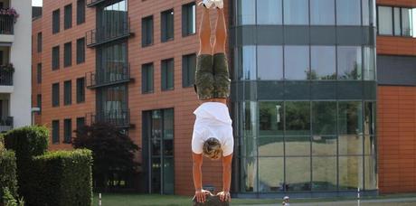 handstand pilier