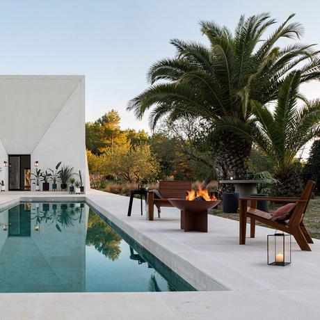 aménagement bord de piscine villa béton - blog déco design architecture - clem around the corner