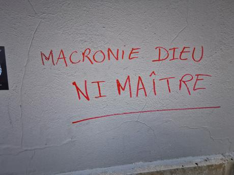 macroniedieu.jpg