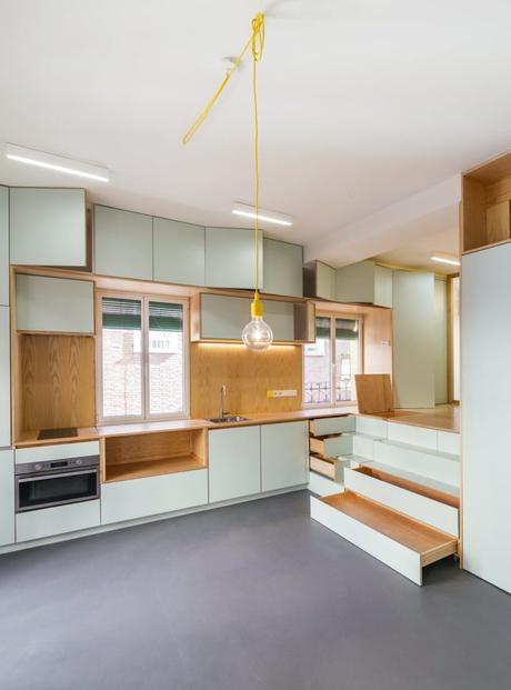 appartement studio agencé meuble tiroirs placards bois vert menthe déco décoration intérieure