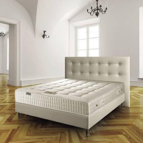 lit cuir blanc