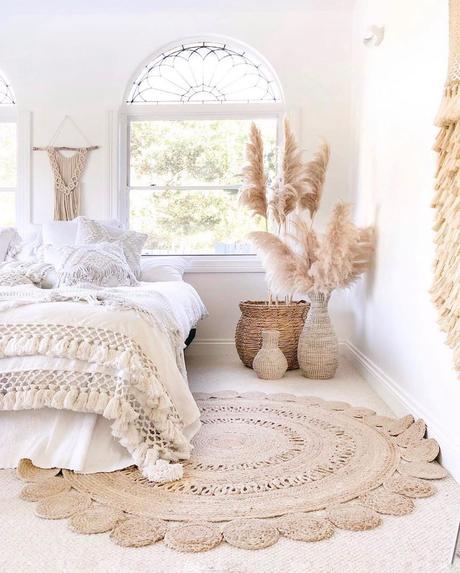 chambre déco champêtre vintage tapis fibre naturelle fleurs séchées panier osier