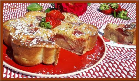 Gâteau moelleux à la rhubarbe et aux fraises