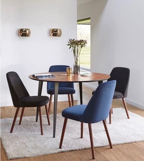 salle à manger vintage bois chaise velours - blog déco - clemaroundthecorner