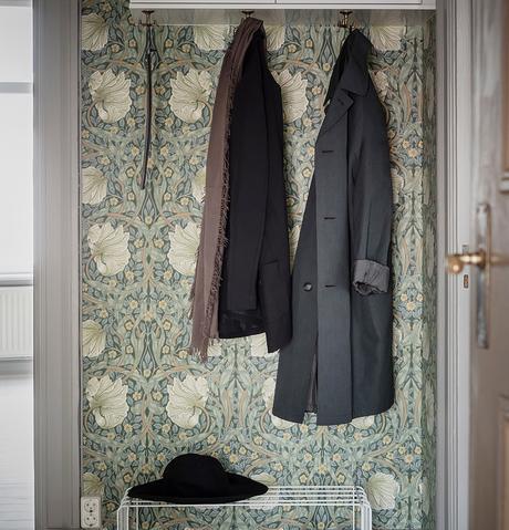 blog clematc papier peint floral tons verts rétro porte manteau