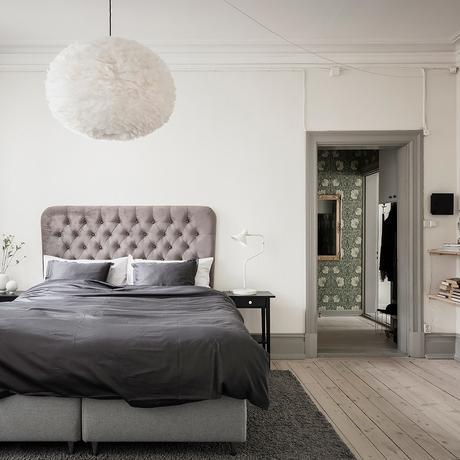 déco intérieure sobre luxueux vintage tête de lit velours gris perle planche bois