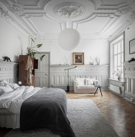 chambre sobre contemporaine moulure aux murs parquet bois blog déco