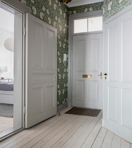 blog clematc papier peint aux tons verts vintage hall d'entrée