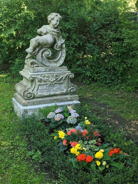 Westfriedhof Munich — 16 Pics from modern to classic