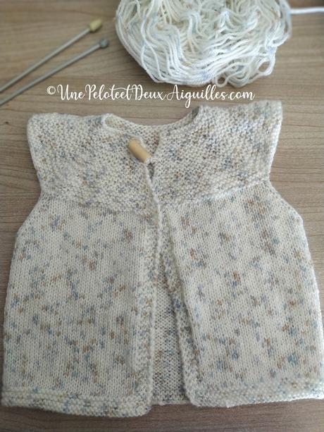 Tricoter un gilet à col rond pour bébé en 3/6 mois