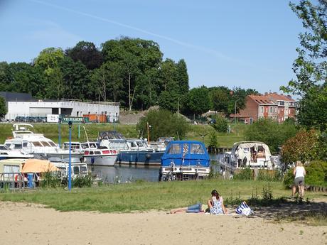 Vue sur Menin (Belgique) depuis le port de plaisance