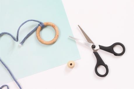 idée cadeau baby shower fait-main hochet bébé en bois anneau dentition Montessori
