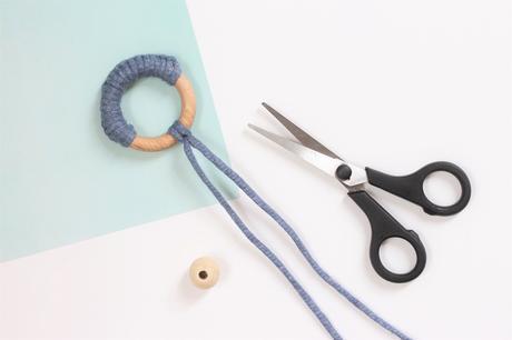 faire hochet bébé dentition bois Montessori traphilo corde laine fait-main
