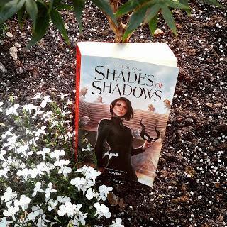 Shades of Magic, tome 2 : Shades of Shadows de Victoria E. Schwab