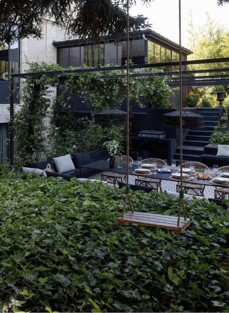 extérieur design salon de jardin balançoire - blog déco - clemaroundthecorner