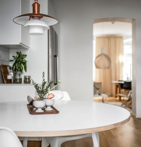 cuisine Linné table ronde blanche repas suspension nordique cuivre - clem around the corner