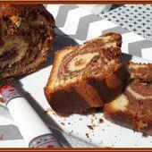 Cake au yaourt marbré à la pâte à tartiner au chocolat - Oh, la gourmande..
