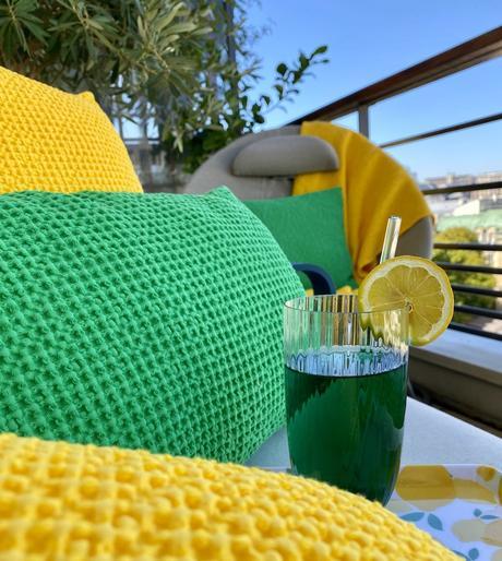 idée déco terrasse colorée jaune vert cocktail été - clem around the corner