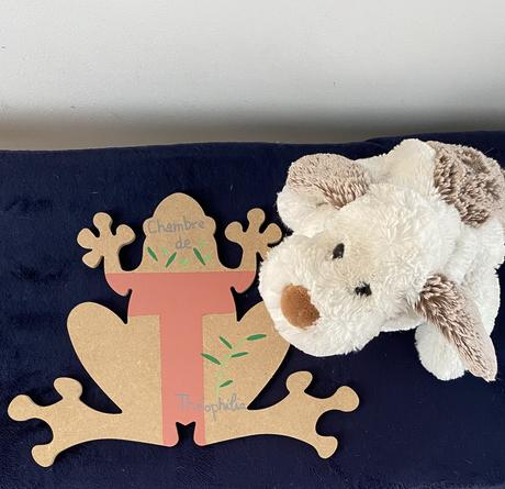 objet à personnaliser en bois plaque prénom porte chambre forme grenouille
