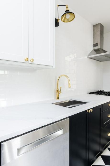 relooker cuisine noire blanche robinet laiton rétro vintage art déco clem around the corner
