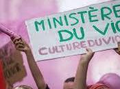 Macron culture viol marche.