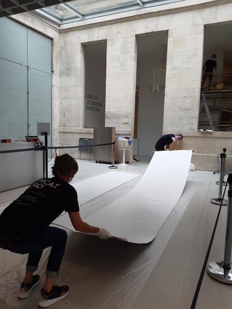 Installation en cours dans le hall du musée Picasso