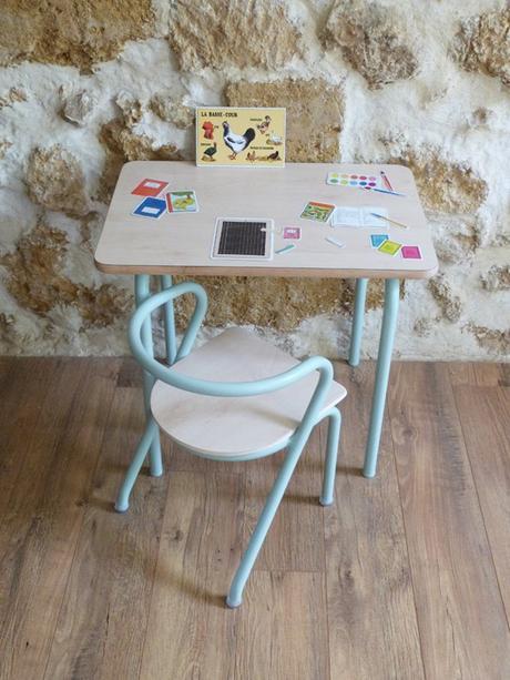 bureau écolier relooké chaise maternelle bois clair bleu ciel parquet mur pierres apparentes - blog déco - clem around the corner