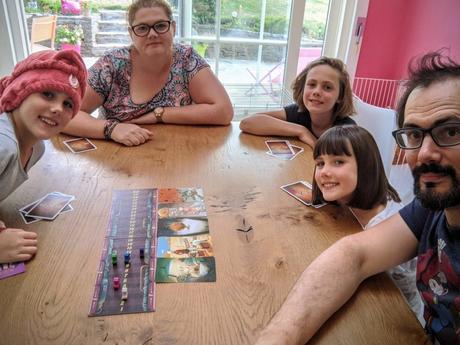 Les filles adorent jouer à Dixit