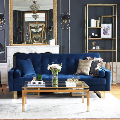 salon art déco rétro canapé velours bleu pieds laiton étagère doré support verre