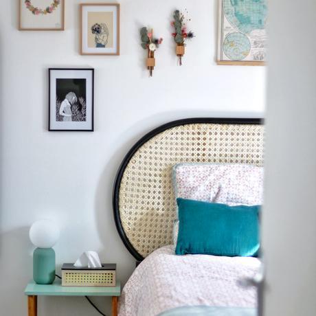 duplex parisien chambre vintage tête de lit cannage déco murale