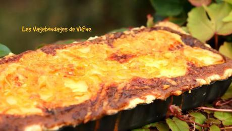 Tarte oignon, courgette, pomme de terre, lardons et mimolette