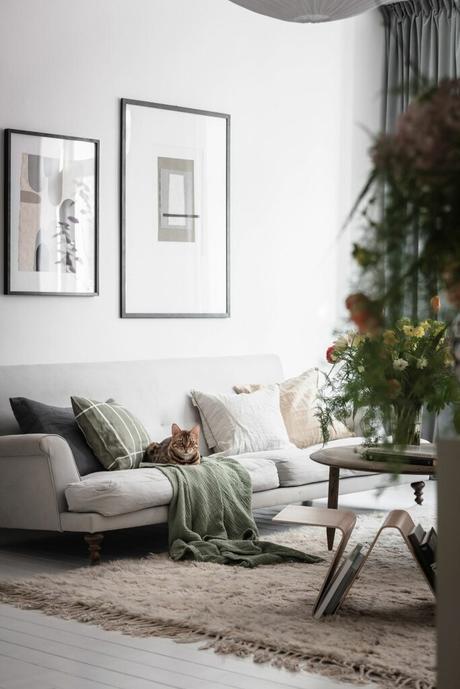 décoration intérieur blanche grise clair salon canapé plaid coussin rayé carreaux kaki