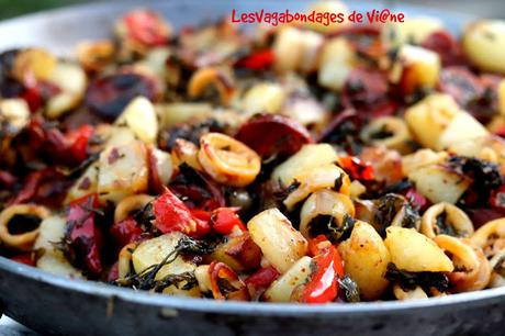 Pommes de terre en persillade,  chorizo et calamars