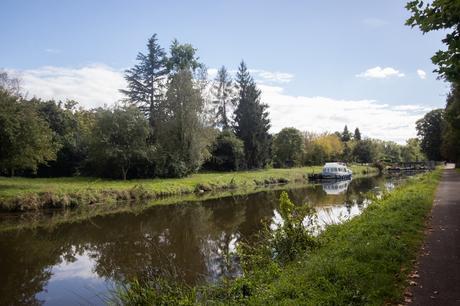 Le long du canal de Nantes à Brest
