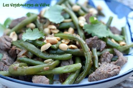 Wok de bœuf aux haricots verts et cacahuètes